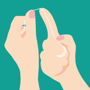 デンタルフロス 糸巻きタイプ 上の前歯への持ち方