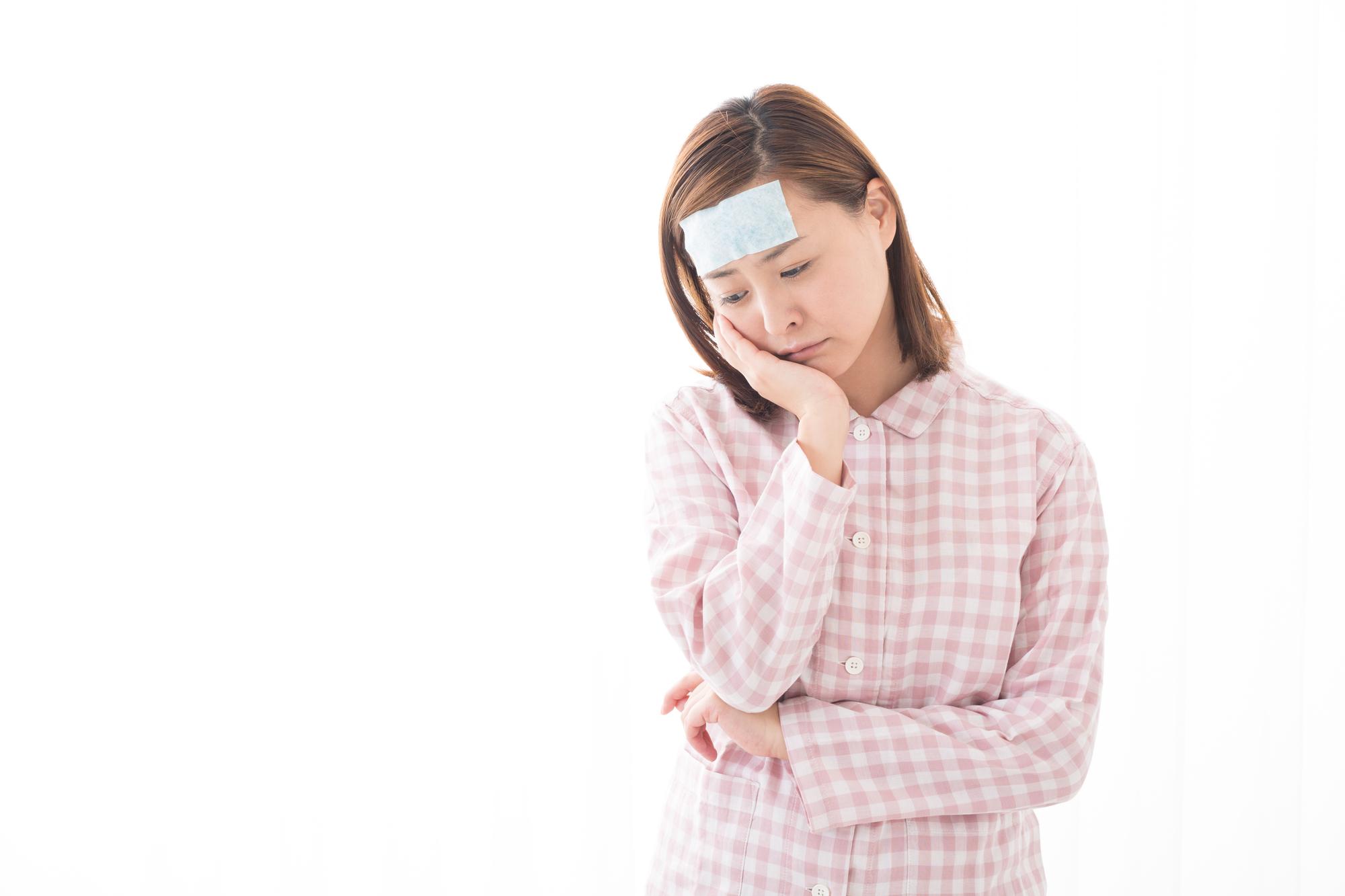 発熱と同時に歯が痛む女性