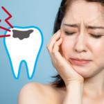歯痛に悩む女性