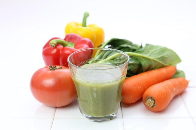 野菜と果物でミックスジュース