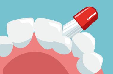 ブラシの先を歯にしっかり当てて磨く