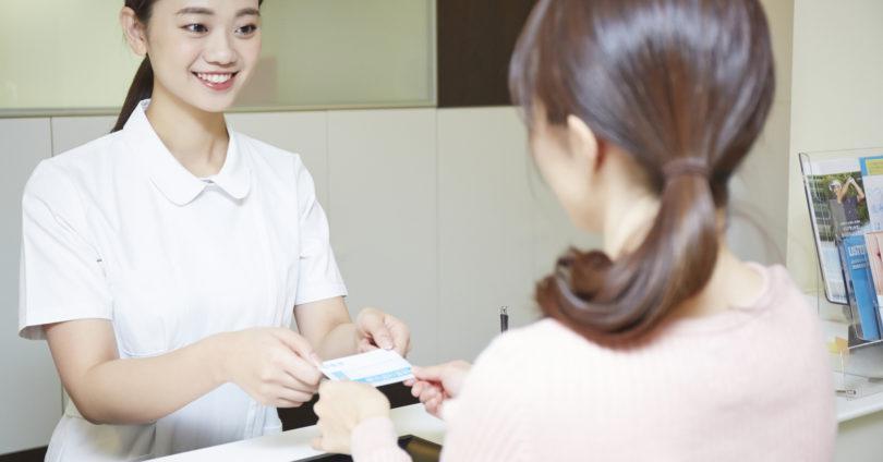 歯医者さんに初診に訪れた女性患者