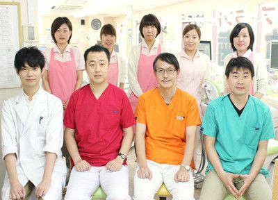 女子大前歯科の先生とスタッフ