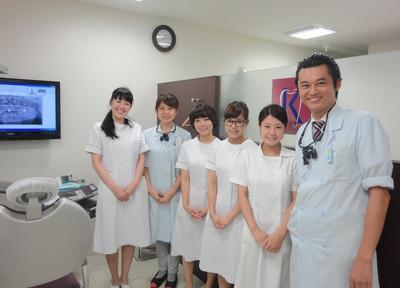 黒田クリスタル歯科 ドクター・スタッフ笑顔で迎えてくれます。