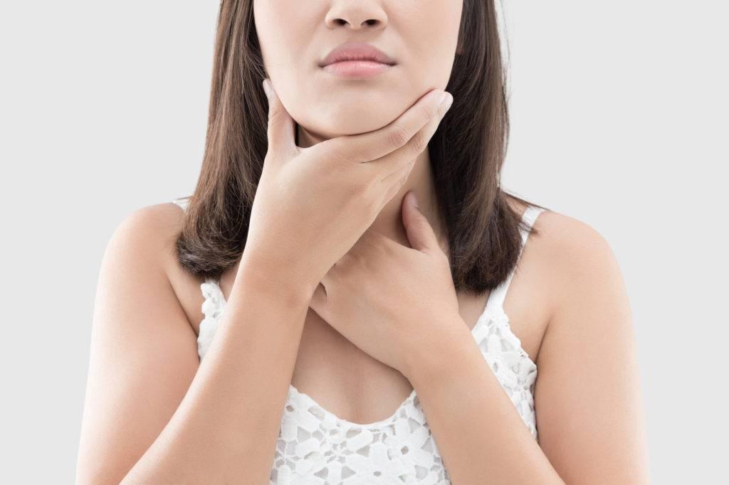 虫歯が原因で顎が痛む女性