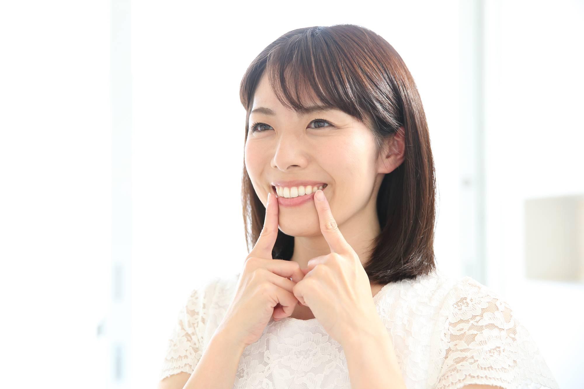 健康な歯の女性