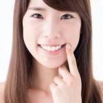 健康的な歯茎の女性