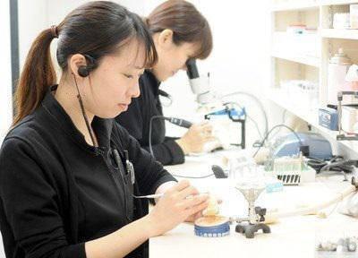 心斎橋セントラル歯科_歯科技工士