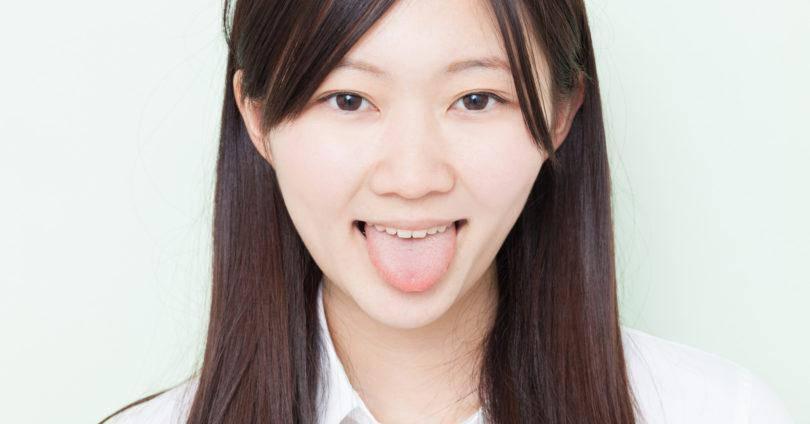 舌が白いときに考えられる病気とは?歯医者さんを受診した方が良いかどうかも解説